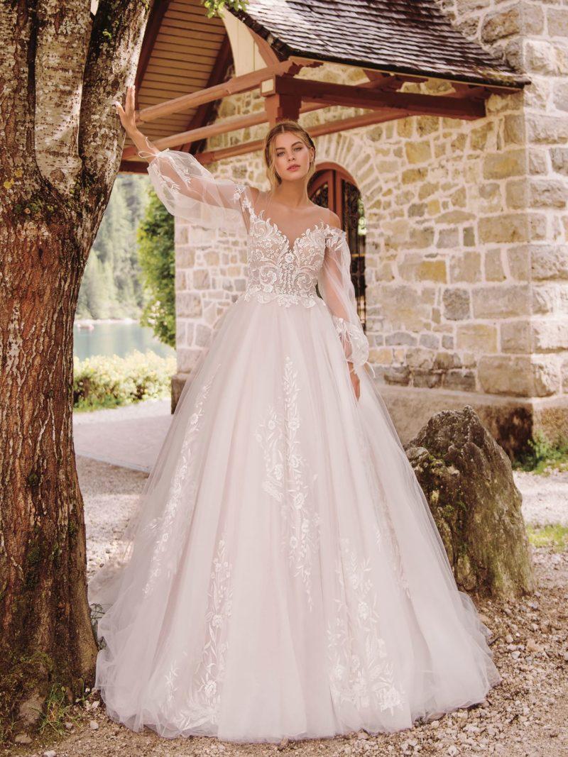 Бальное свадебное платье с оголенными плечиками