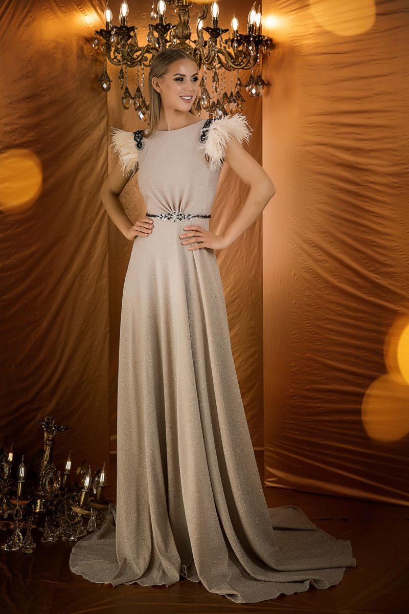 Бежевое вечернее платье с открытой спинкой