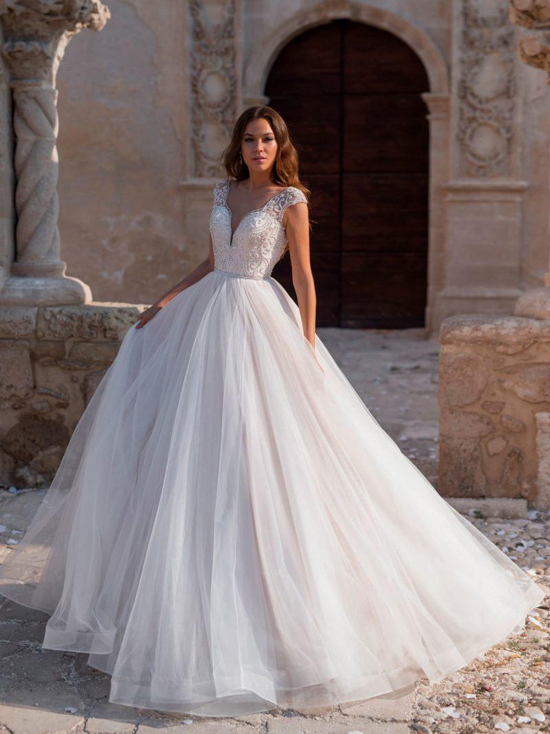Классическое платье силуэта «принцесса»