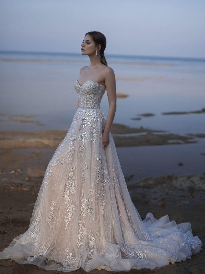 воздушное платье с вышивкой