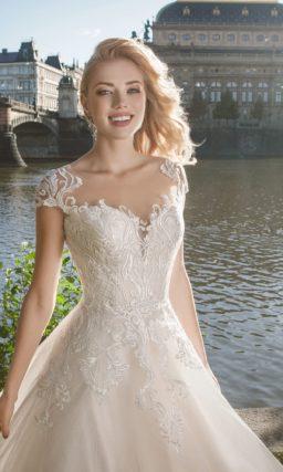 свадебное платье с короткими ажурными рукавами