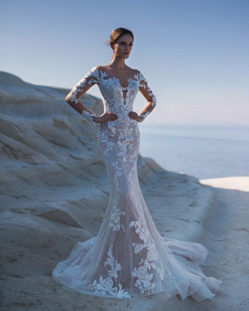 Кружевное платье-русалка с длинными рукавами