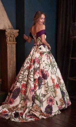 Вечернее платье с пышной юбкой и актуальным принтом