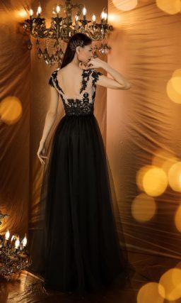 Черное вечернее платье с закрытым верхом