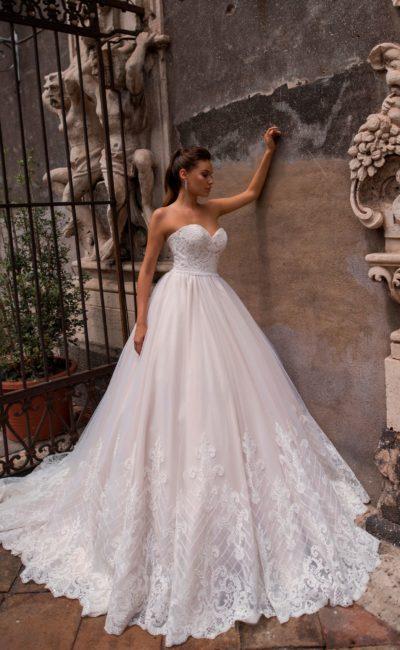 Розовое пышное платье свадебное