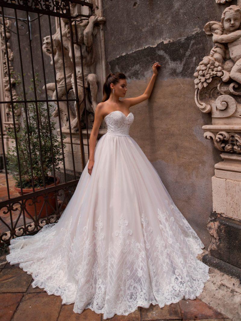 Пышное платье с объемной роскошной юбкой