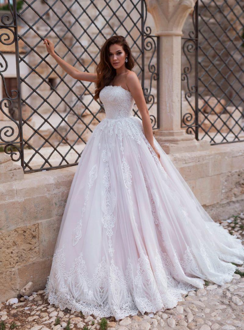 Платье классического силуэта «принцесса»