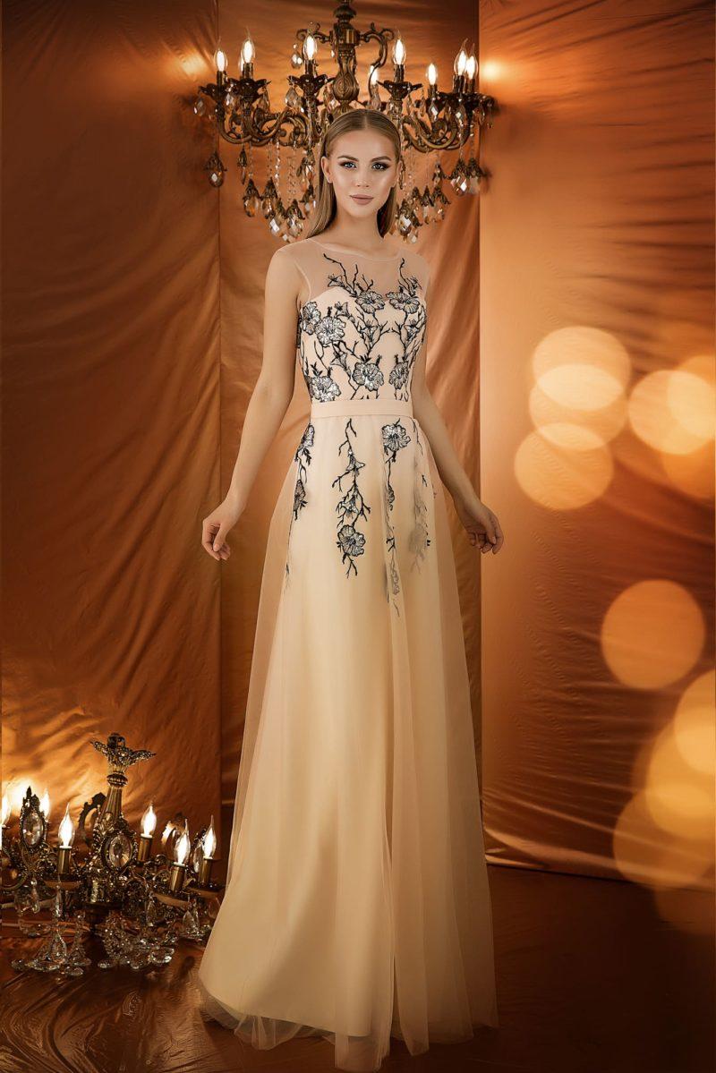Элегантное вечернее платье красивого кремового оттенка