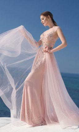 Изящное платье лаконичного приталенного кроя