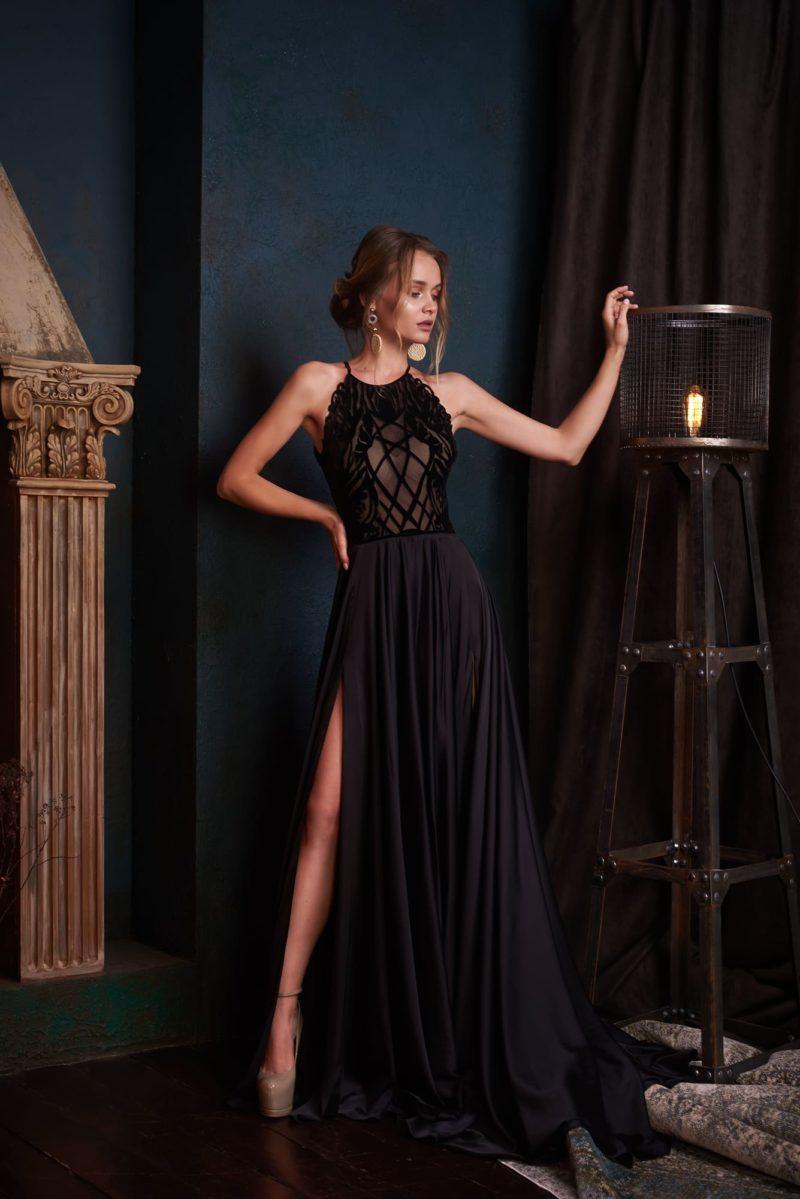 Черное вечернее платье прямого кроя