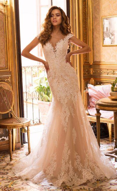 Свадебное платье выполненное в теплых карамельных тонах