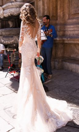 свадебное платье с ажурным вырезом