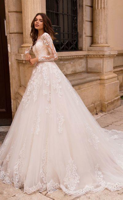свадебное платье с потрясающей пышной юбкой