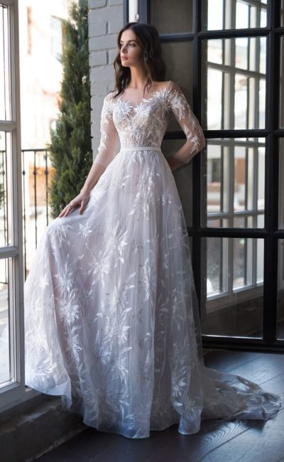 Красивое платье с рукавом