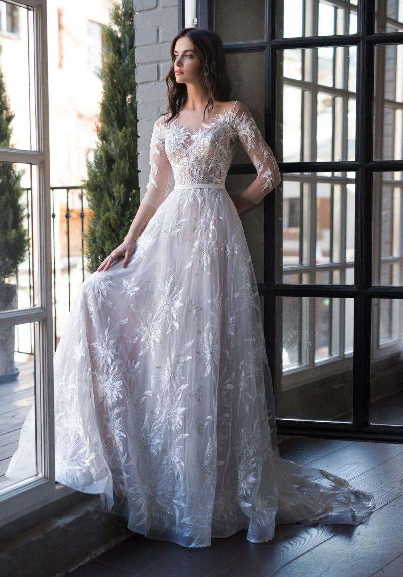 Свадебное платье с закрытым верхом и рукавами три четверти