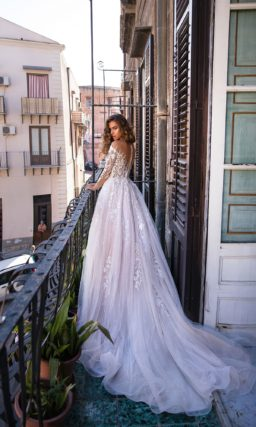 свадебное платье бледно сиреневого цвета с пышной юбкой