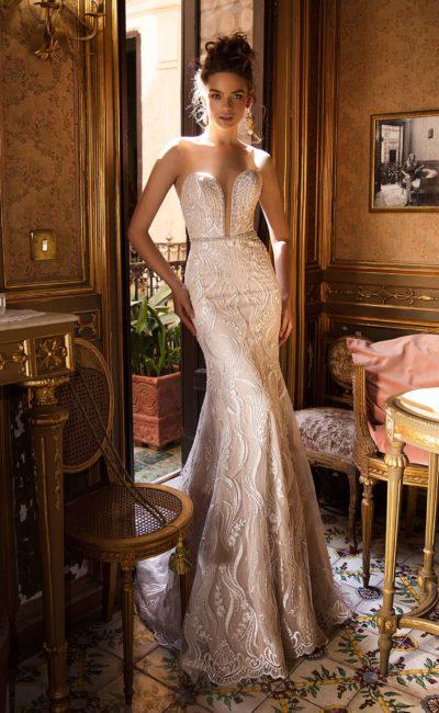 свадебное платье приятного бежевого цвета