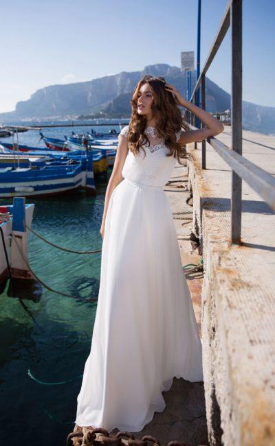 Лаконичное свадебное платье в прямом силуэте