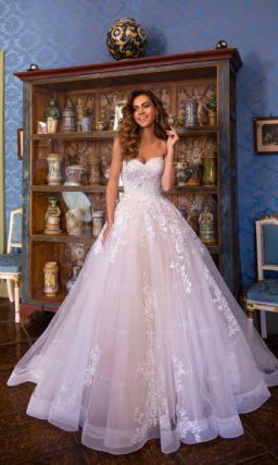 Необыкновенное свадебное платье с приталенным силуэтом