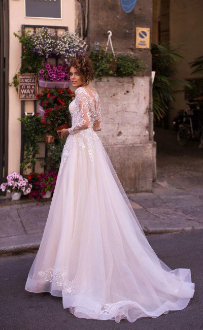 Бледно-розовое свадебное платье