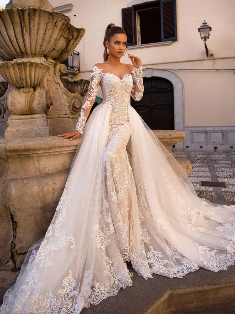 Элегантное свадебное платье с прямым силуэтом