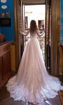 Свадебное платье с ажурным рукавом