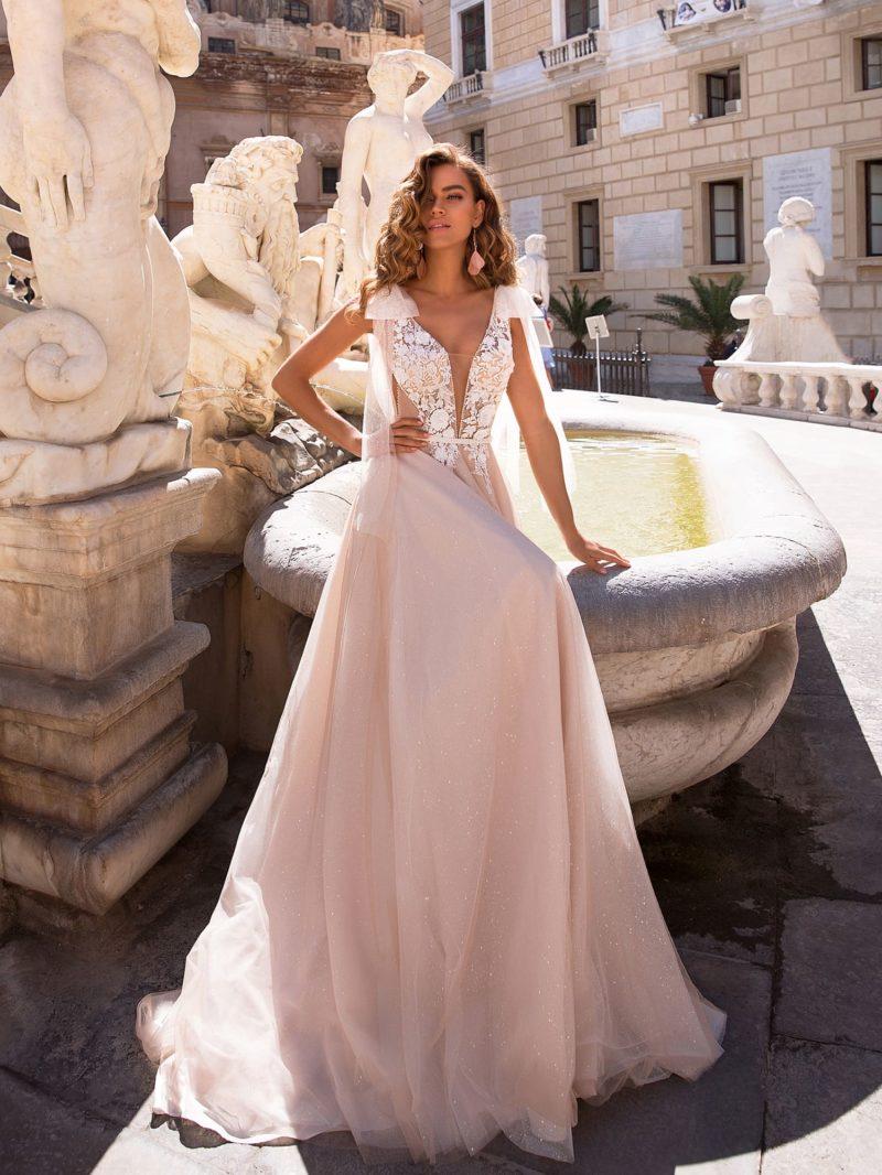 Оригинальное свадебное платье нежного розового оттенка