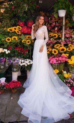 Лаконичное свадебное платье с прямым силуэтом