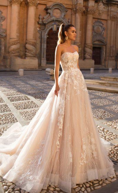 свадебное платье теплого персикового цвета