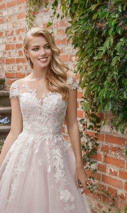 Стильное свадебное платье с красивейшим корсетом