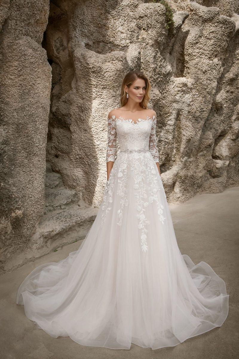 Восхитительное свадебное платье с ажурным вырезом