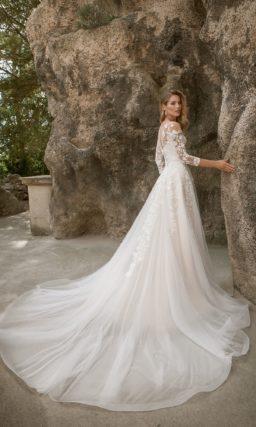 Платье с ажурным вырезом