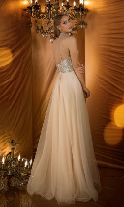 Вечернее платье бледно-розового оттенка