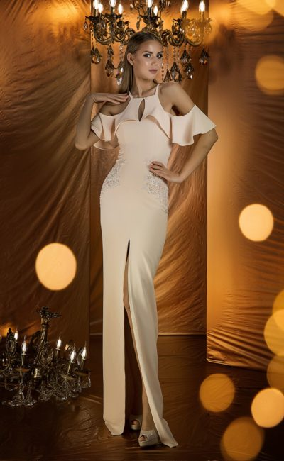 Утонченное вечернее платье кремового оттенка