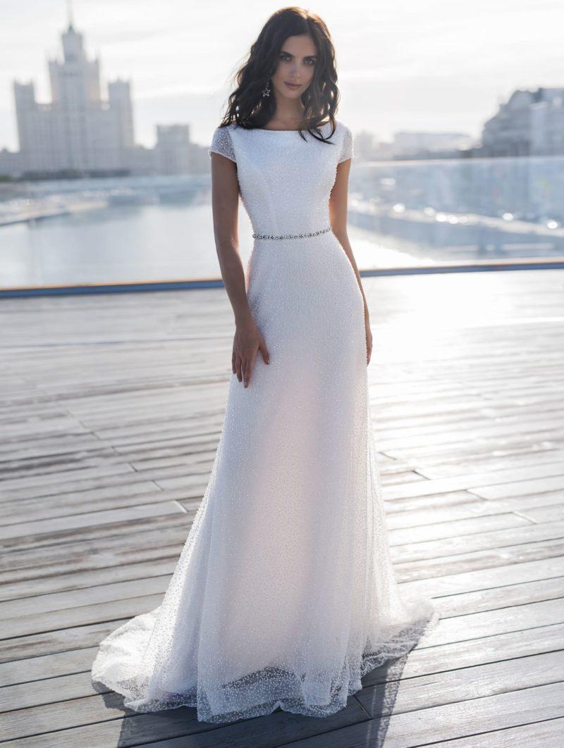 Утонченное свадебное платье со сдержанным кроем