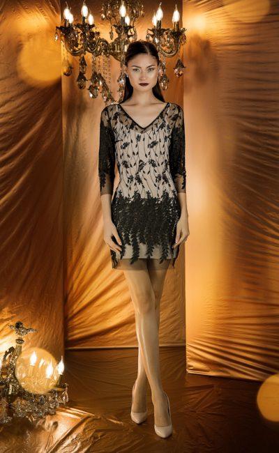 Короткое вечернее платье-футляр с V-образным вырезом
