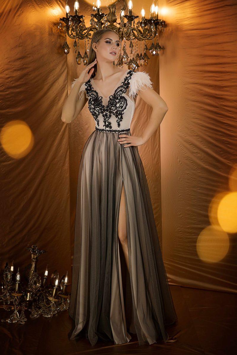 Восхитительное вечернее платье с кремовым корсетом
