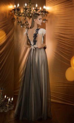Вечернее платье с кремовым корсетом