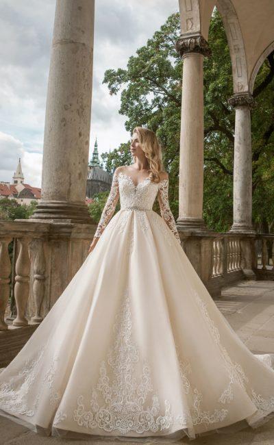 Роскошное свадебное платье кремового оттенка