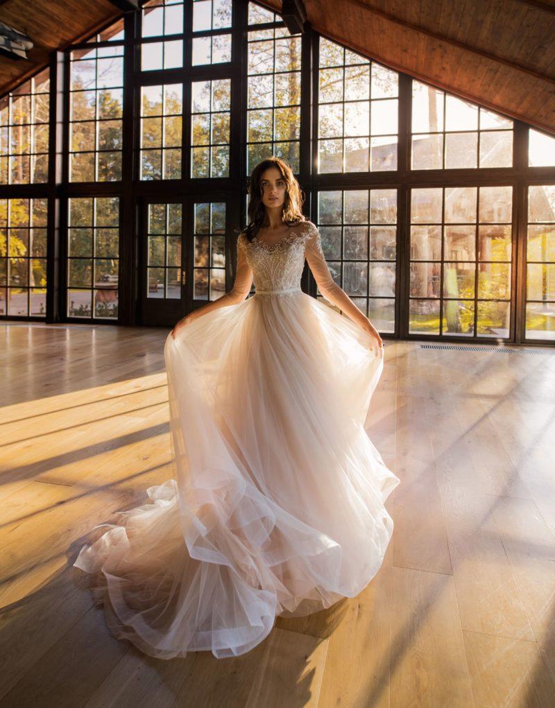 Нежное свадебное платье с воздушной юбкой