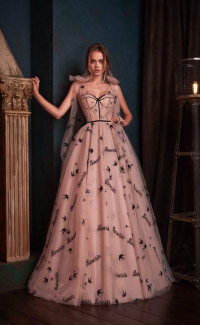 Стильное вечернее платье в пол в нежном пудровом цвете