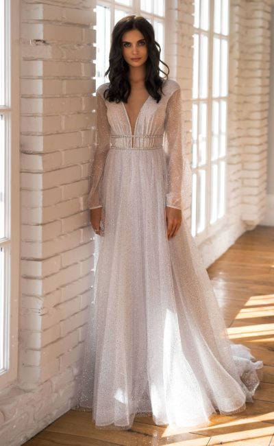 Красивое платье с длинным рукавом
