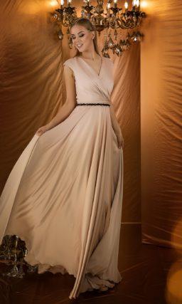 Волшебное вечернее платье нежного бежевого оттенка