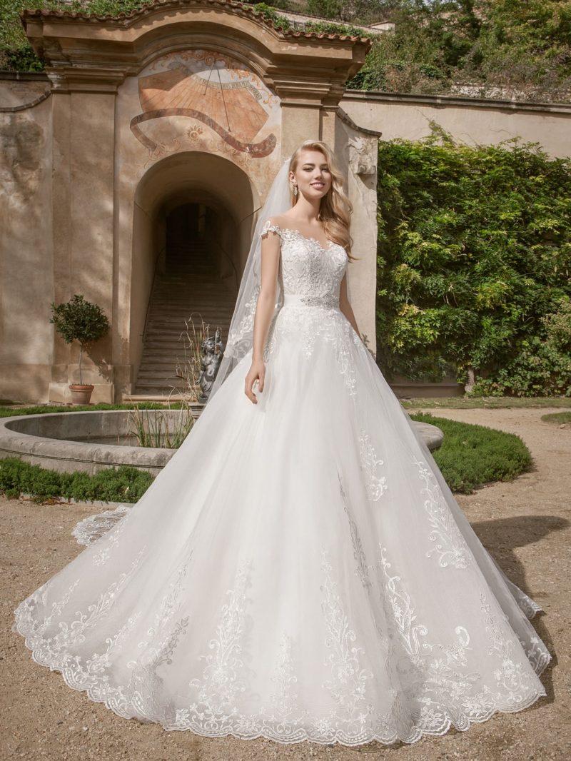 свадебное платье в лучших традициях подвенечной моды