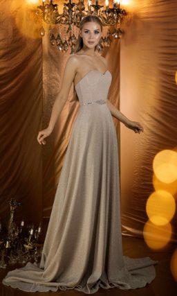 вечернее платье с открытым верхом и торжественным шлейфом
