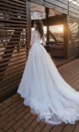 Стильное платье с рукавом