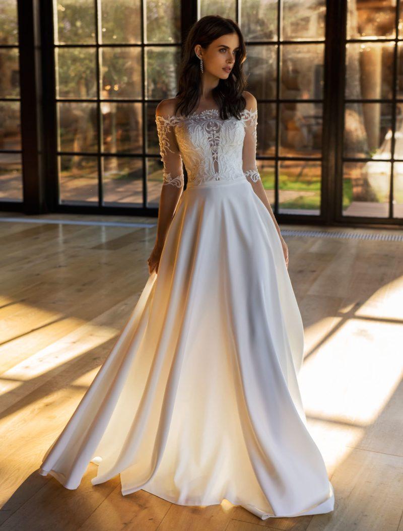 Шелковое свадебное платье с съемным прозрачным верхом