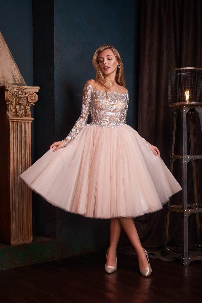 Вечернее платье-миди с пышной юбкой ниже колен