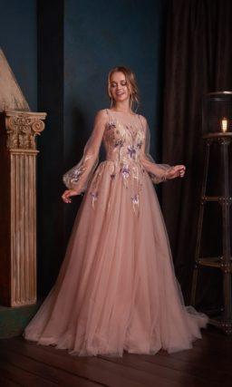 Женственное вечернее платье из воздушного пудрового фатина