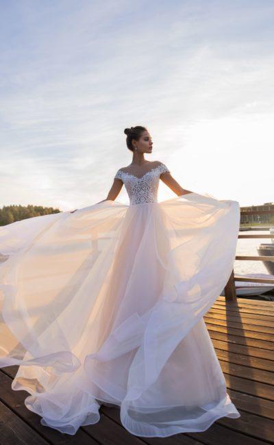 Великолепное свадебное платье с очаровательным корсетом
